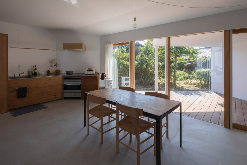 House and Office in Hofu by Tato