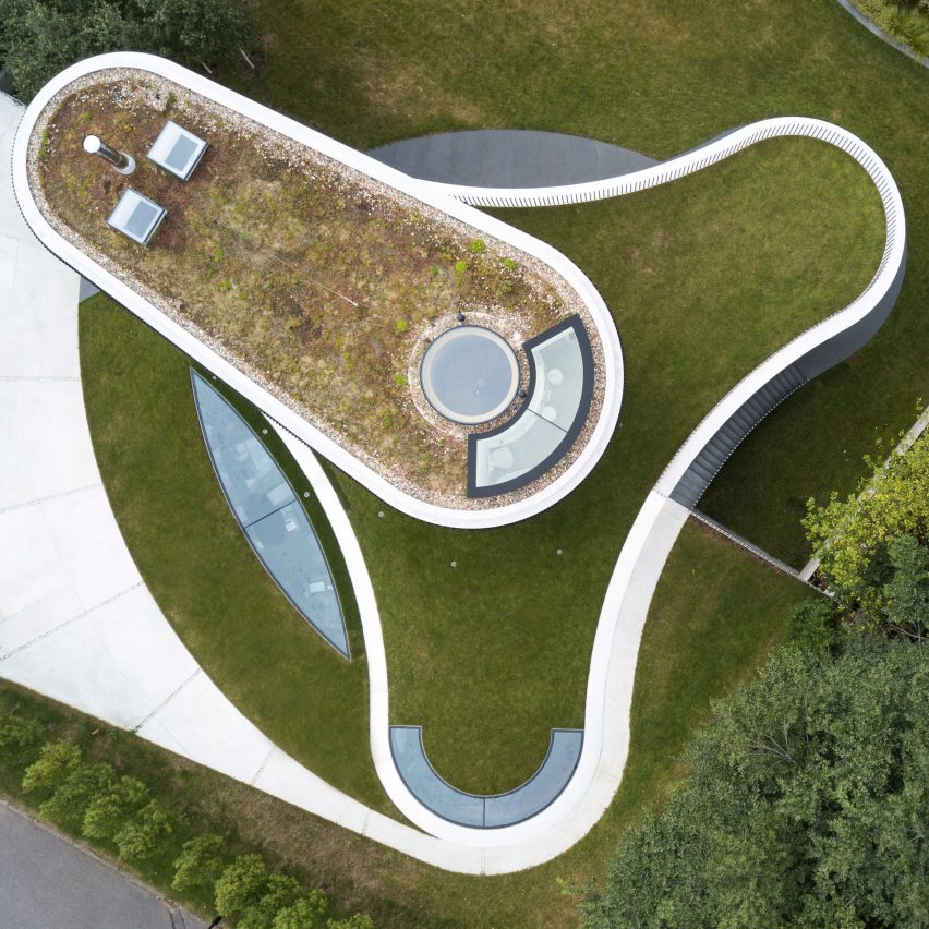 House in Coombe Park by Eldridge London grass roof