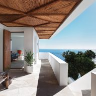 Antonio Zaninovic and Tara Bean renovate clifftop Icaria House in Cape Town
