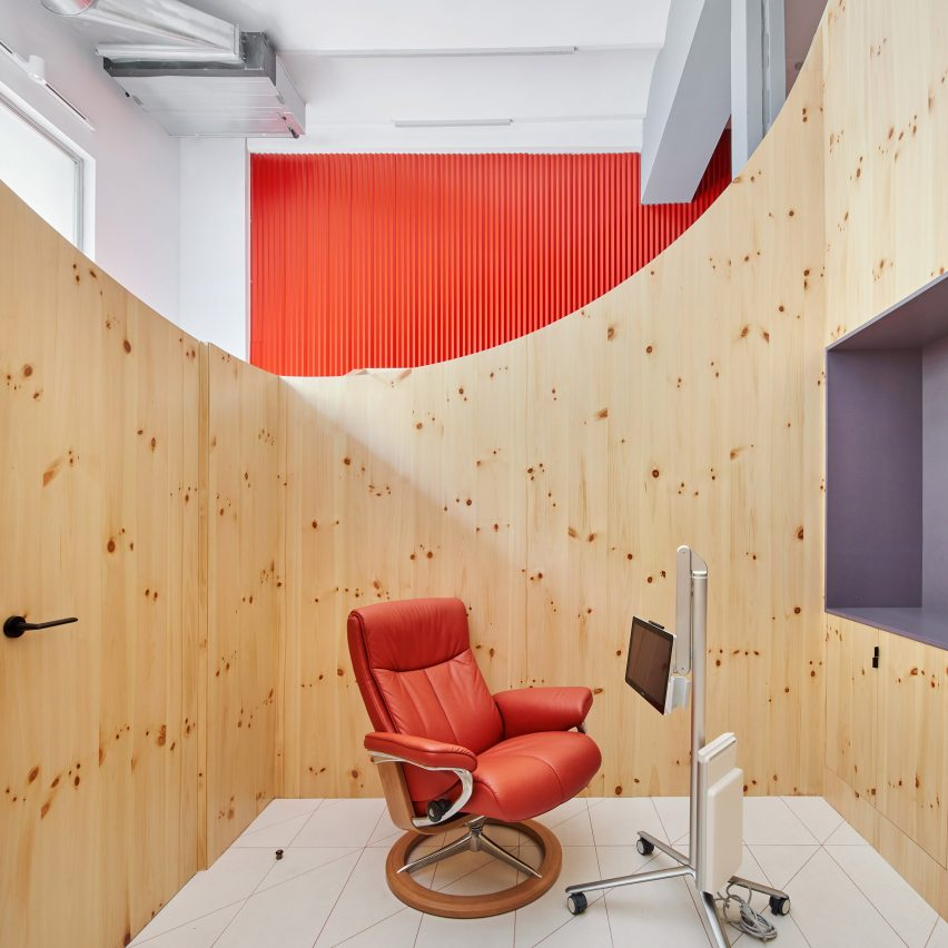 Impress dental clinic by Raúl Sanchez Architects