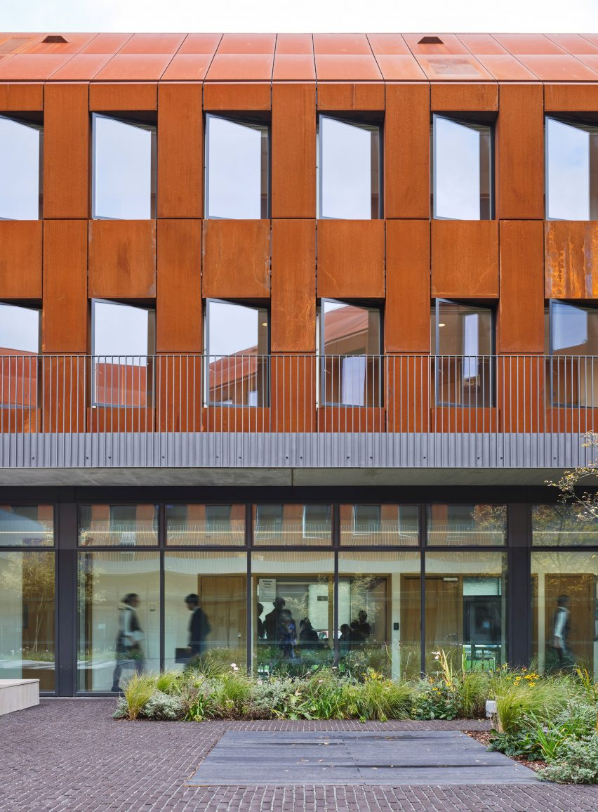 Kings International College by Walters & Cohen Architects