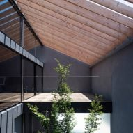 Blank metal facade of Tokyo home hides tree-planted courtyard