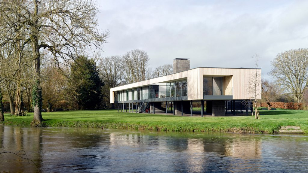 Narula House raised on stilts over River Thames flood zone