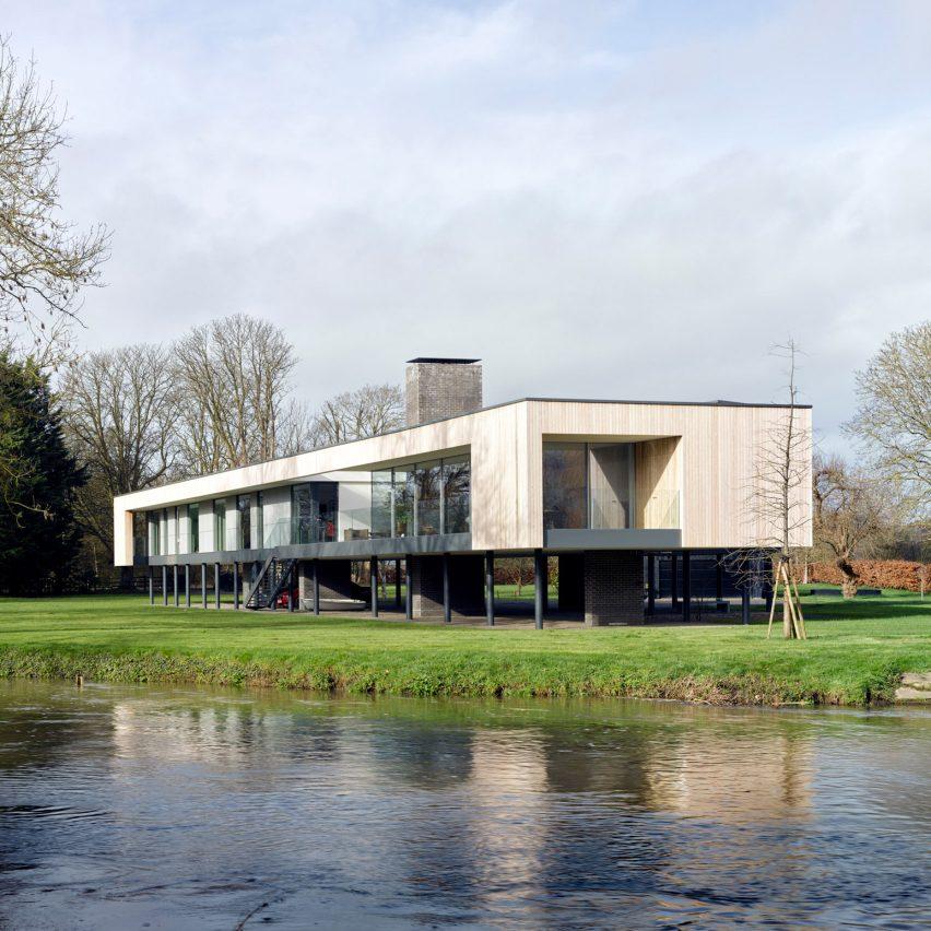 John Pardey Architects raises house on stilts over River Thames flood plain