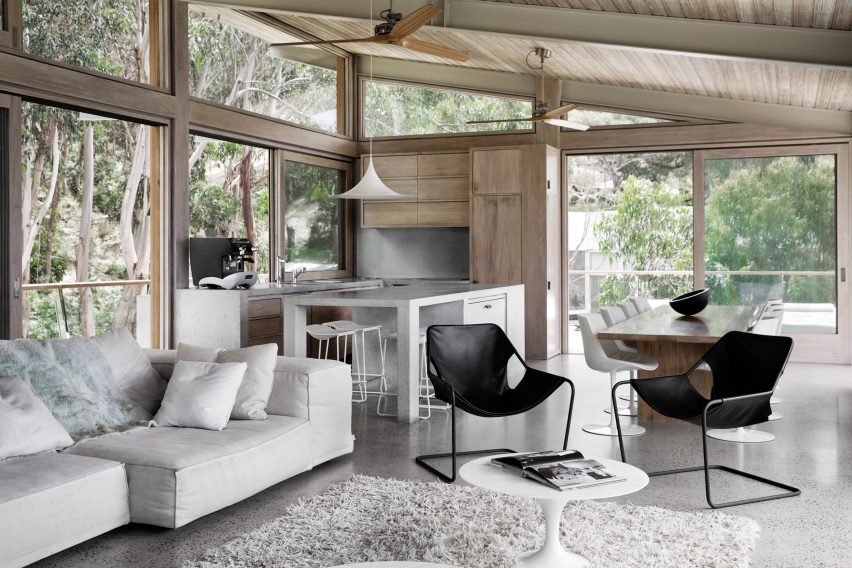 Ocean House by Rob Mills Architecture & Interiors living room