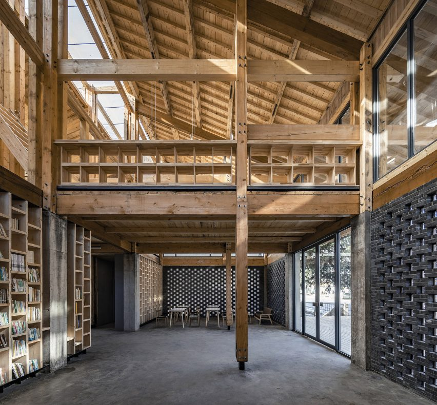 Party and Public Service Center of Yuanheguan Village by LUO studio in China