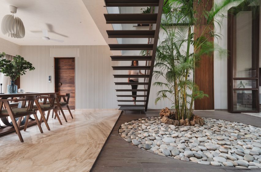 Sarpanch House by Neogenesis+Studi0261