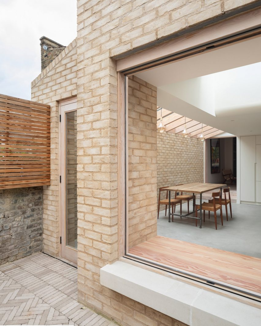 Vestry Road house extension by Oliver Leech Architects window