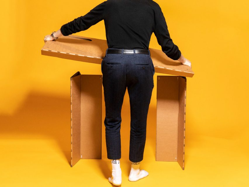 The desk can be easily assembled out of three pieces of folded cardboard.