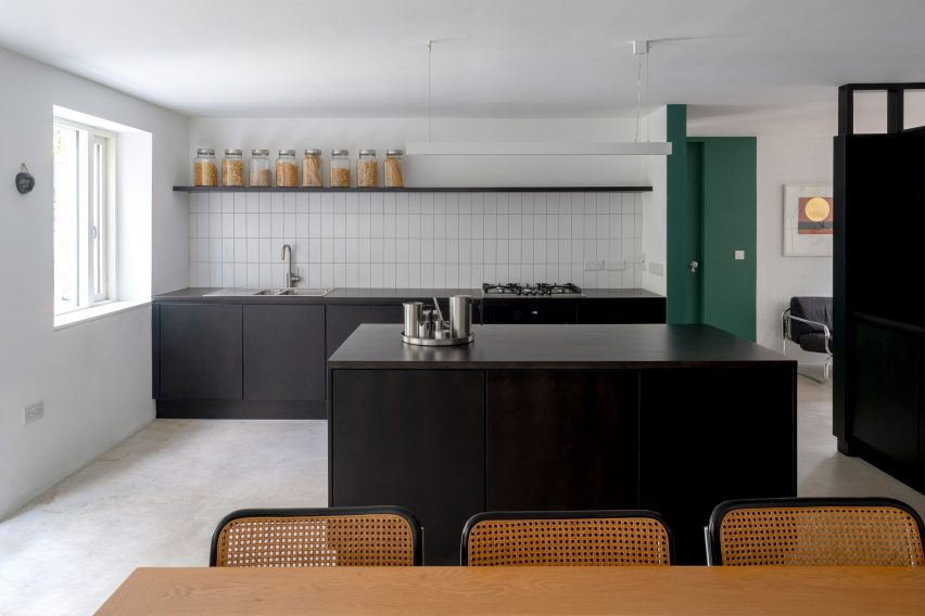 Avenue Road warehouse conversion by Clancy Moore Architects kitchen