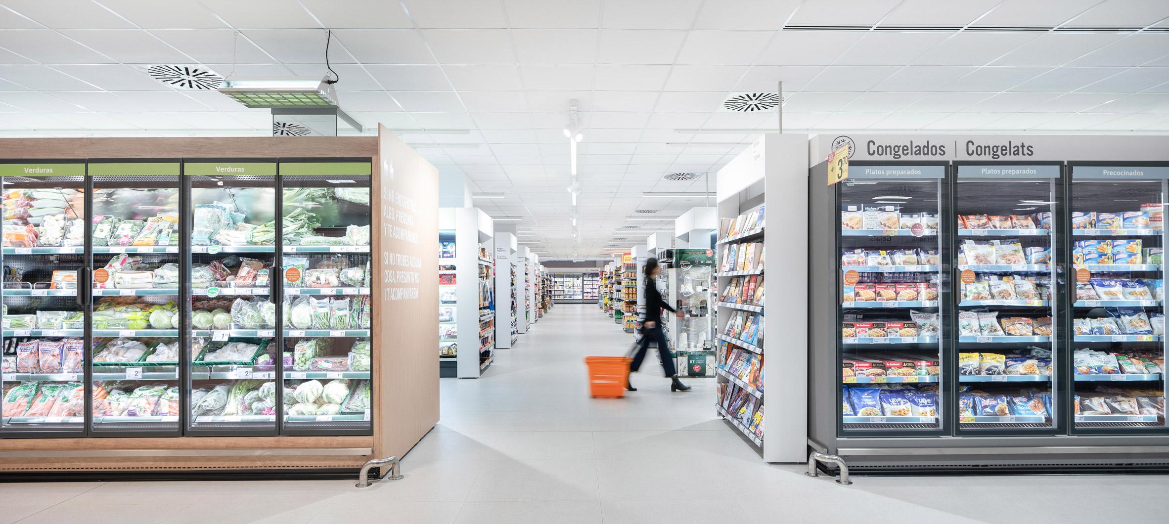 Consum supermarket in Benicàssim by Culdesac