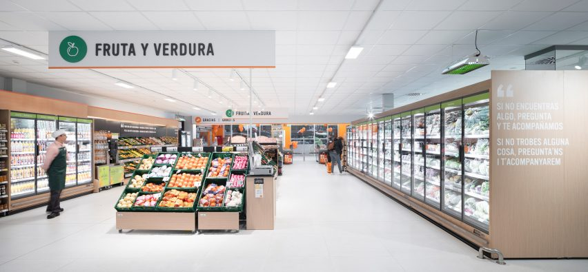 Consum supermarket in Benicàssim by Culdesac