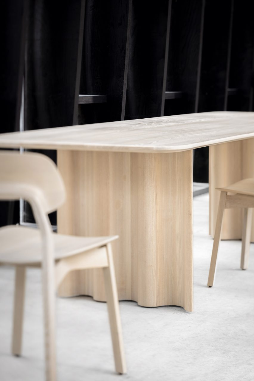 Läufer & Keichel design table with ribbon-like legs for Zeitraum