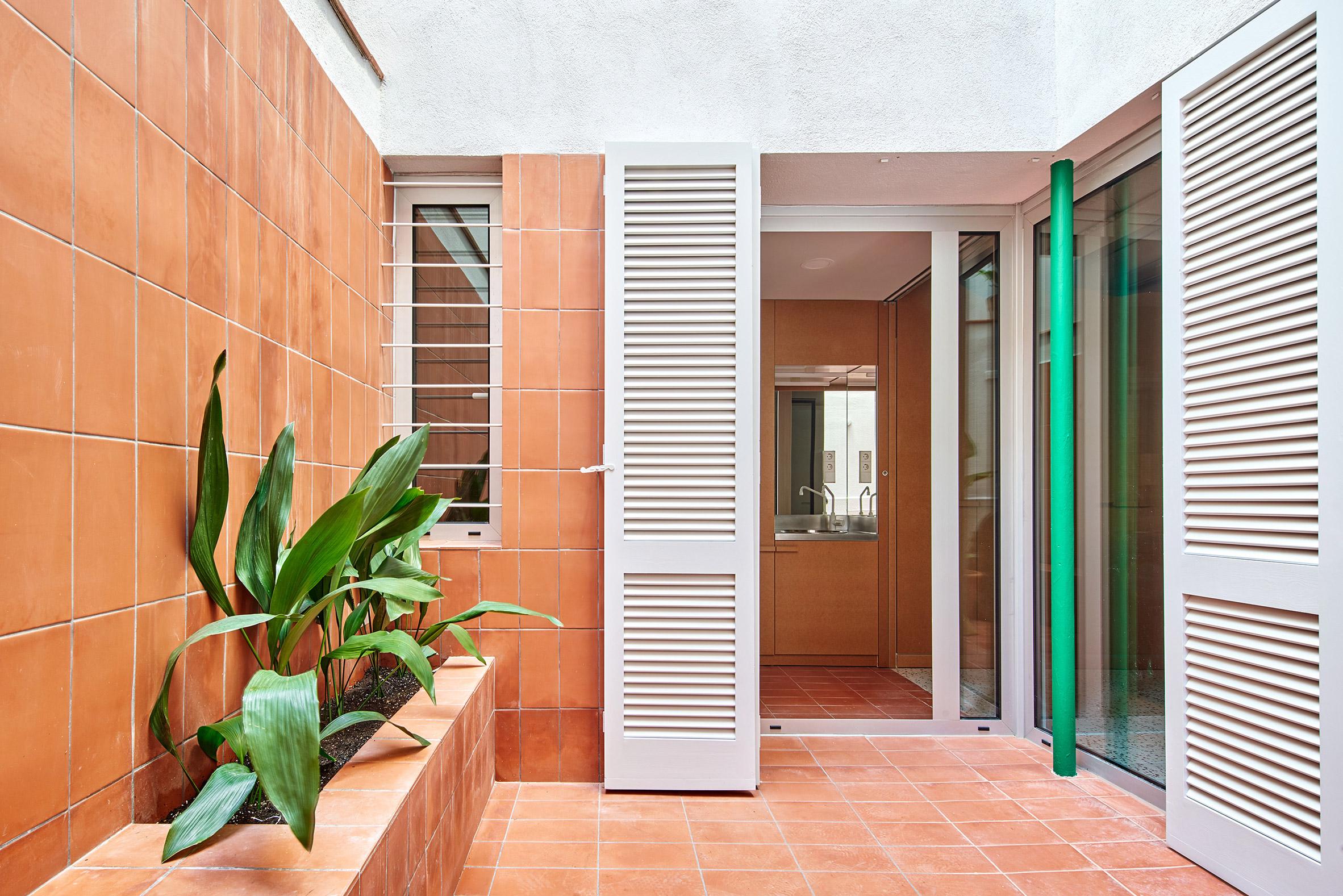 El Guateque apartments by Adrià Escolano and David Steegmann