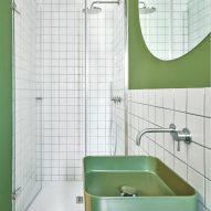 Gallery House by Raúl Sánchez Architects green bathroom