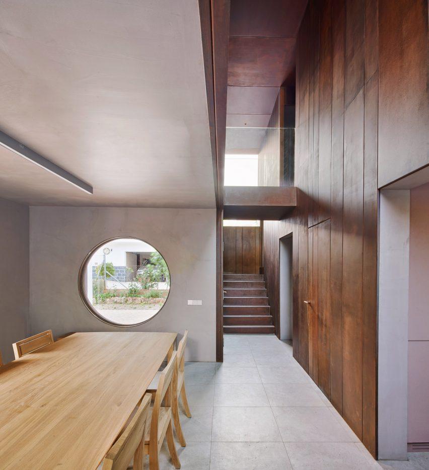 Gallery House by Raúl Sánchez Architects dining room