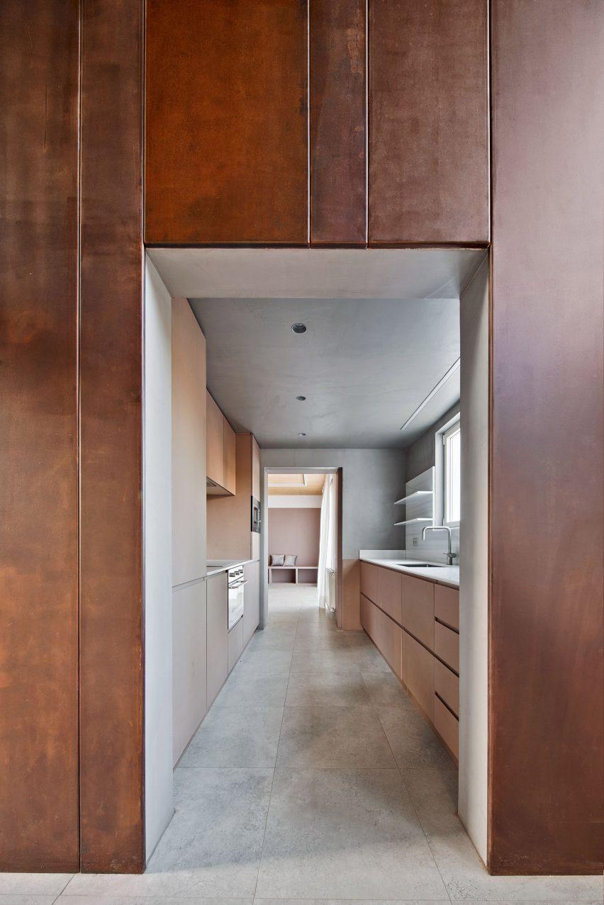 Gallery House by Raúl Sánchez Architects cortex steel