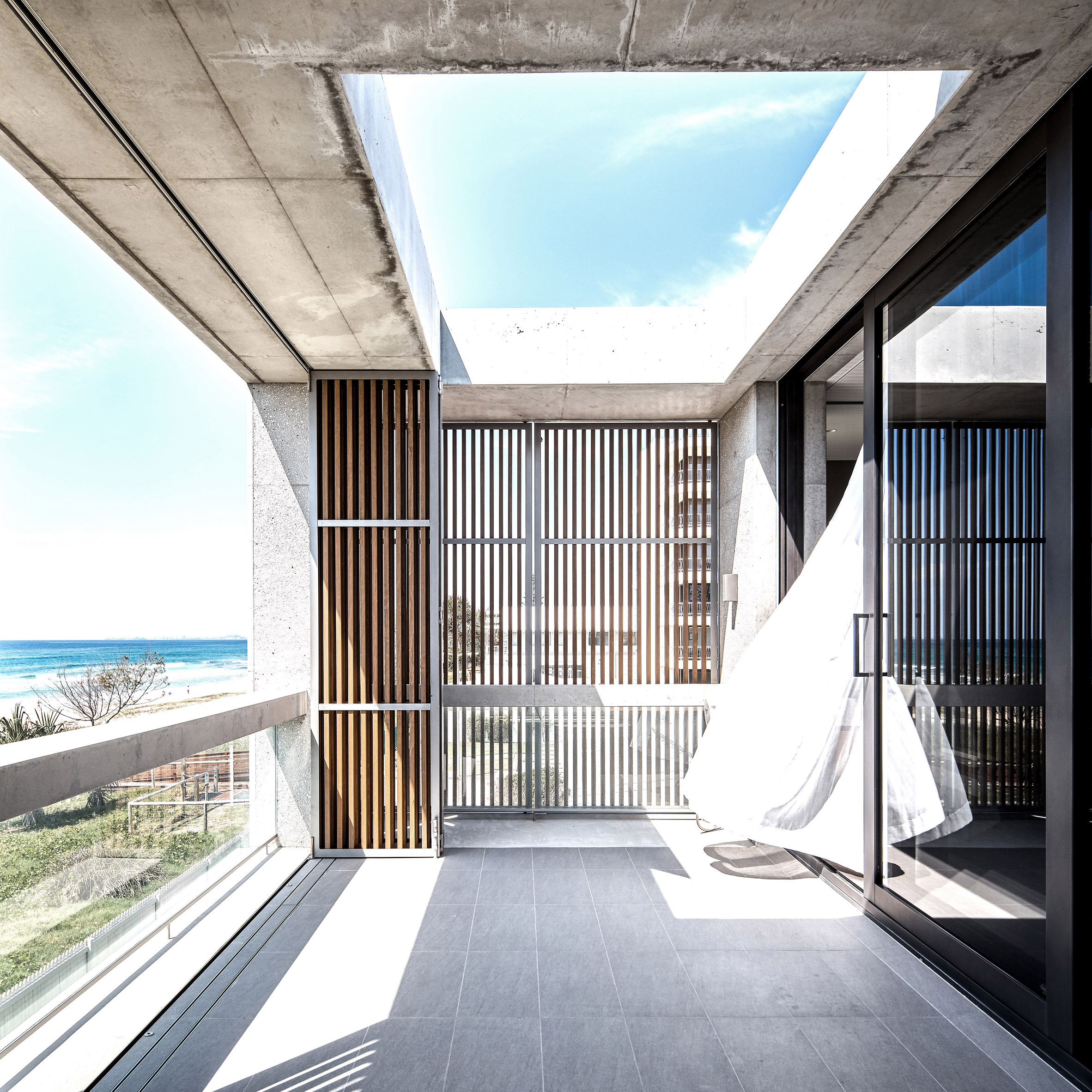 Mermaid Beach Residence by B.E. Architecture