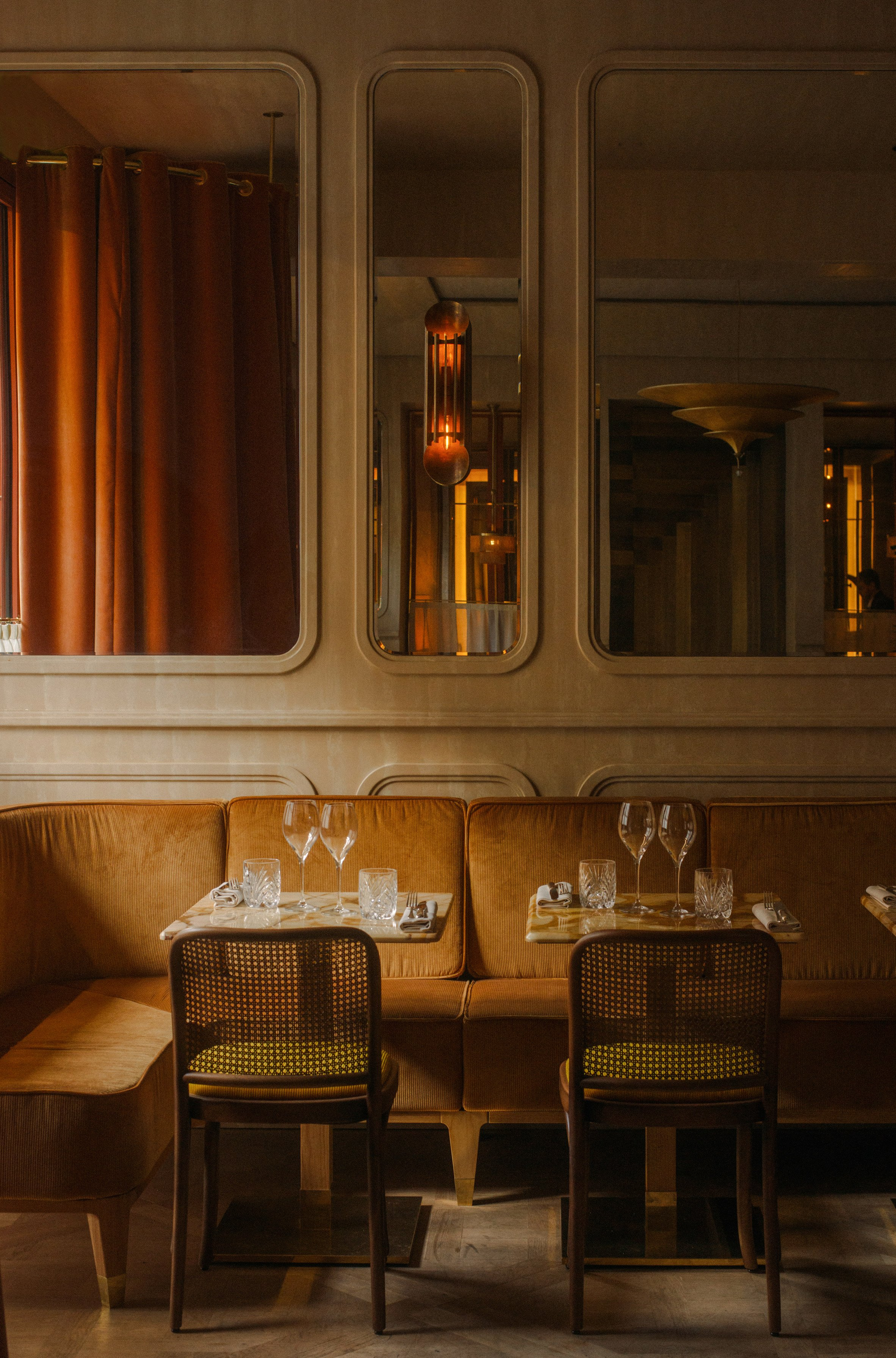 Nolinski restaurant in Paris, designed by John Whelan