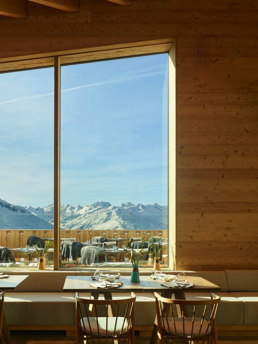 Complexe de restaurants Gütsch au Mont Gütsch, Andermatt, Suisse, par Studio Seilern Architects