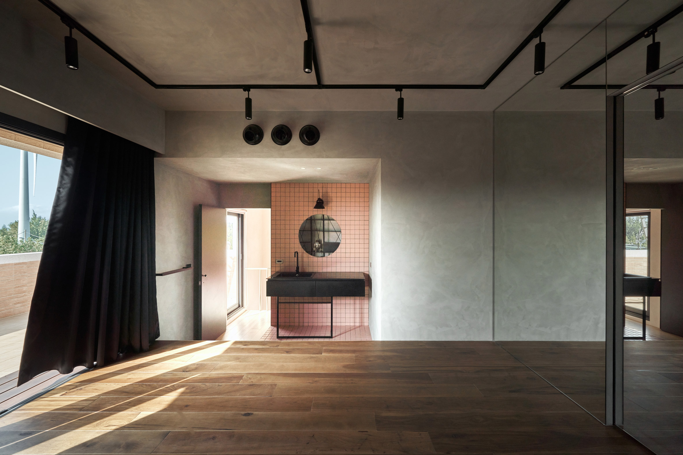 the-pink-house-kc-design-studio-holiday-home-taiwan_dezeen_2364_col_12.jpg