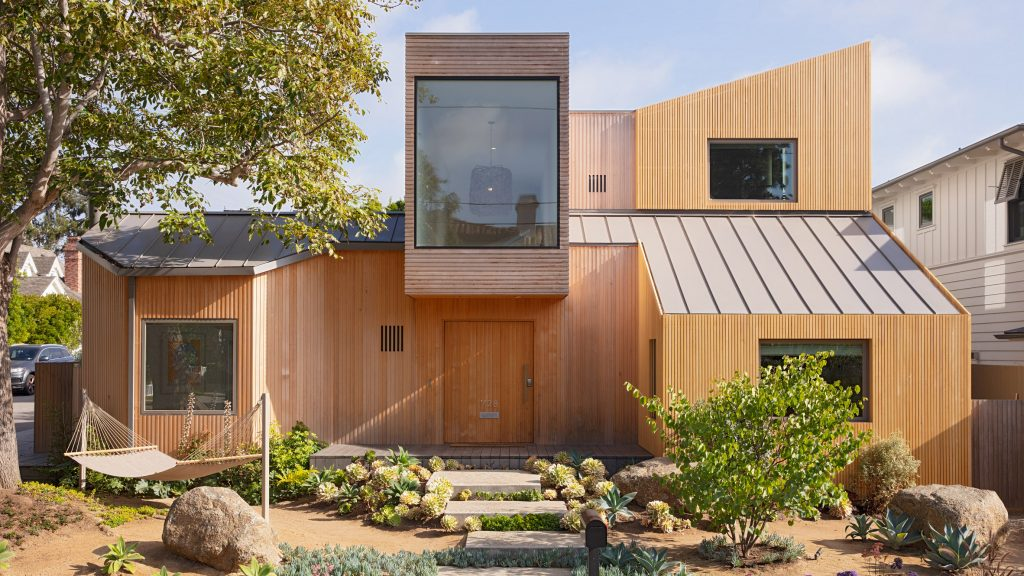"""Slim wooden slats cover """"wild geometry"""" of renovated Californian house"""