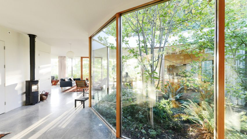 Faceted Glazed Courtyard Pierces Oregon House By No Architecture