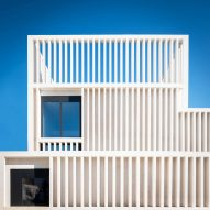 Tuñón Arquitectos adds white concrete gallery to Museum of Contemporary Art Helga de Alvear