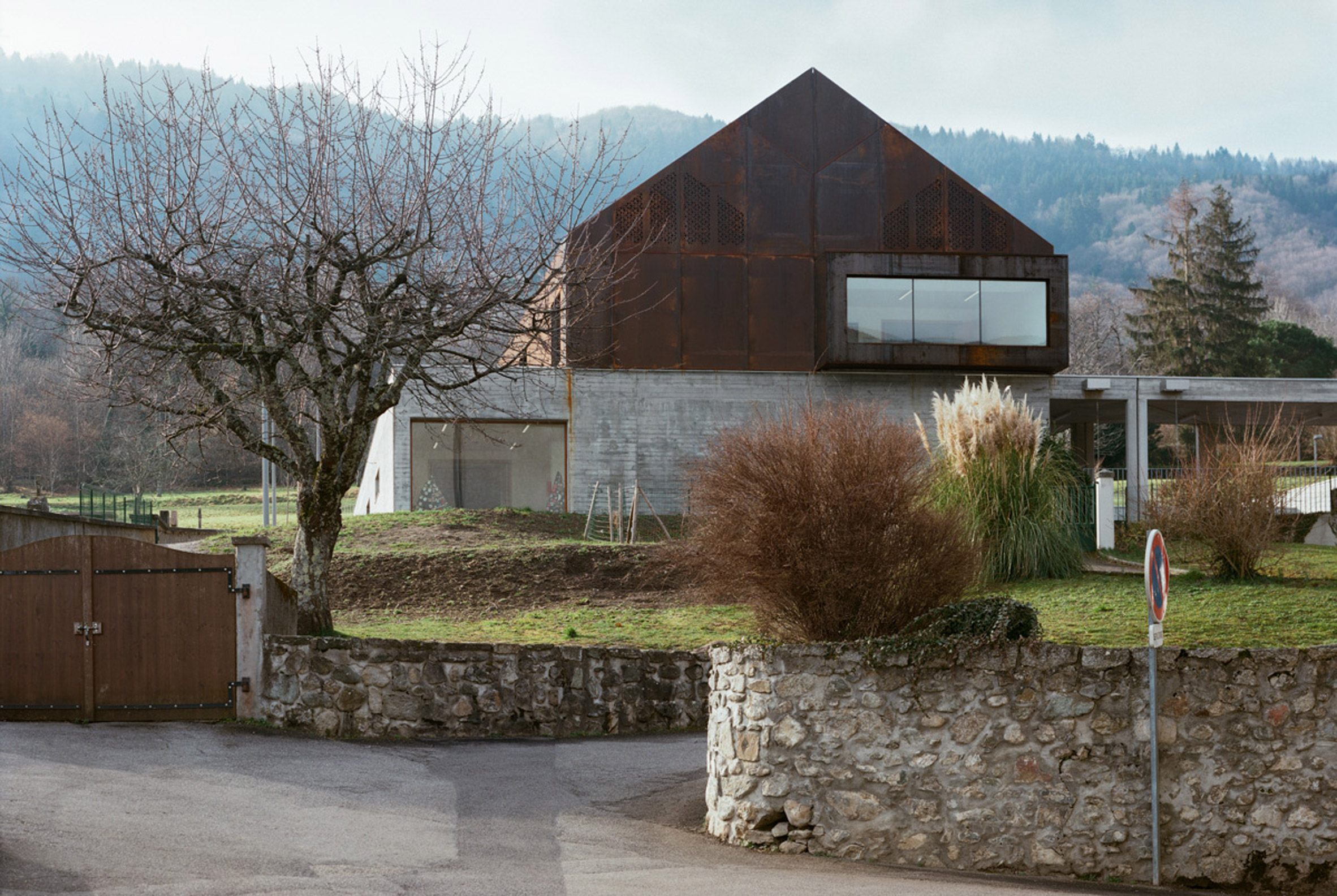 School in Lugrin on Lake Leman by Ateliers o-s architectes