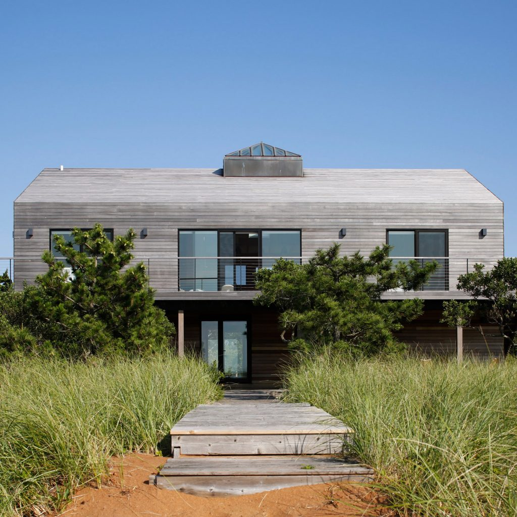 Greyed wood clads renovated Montauk beach house by Desciencelab