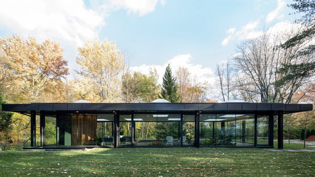 Philip Johnson's Glass House informs pool pavilion in Canada