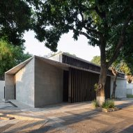 Equipo de Arquitectura updates synagogue in Paraguay with board-marked concrete