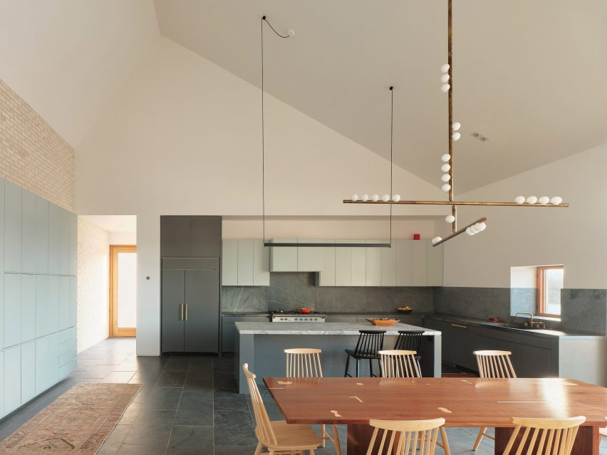 House with three chimneys TW Ryan Architecture
