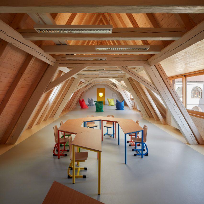 Elementary School Vřesovice by Public Atelier and FUUZE