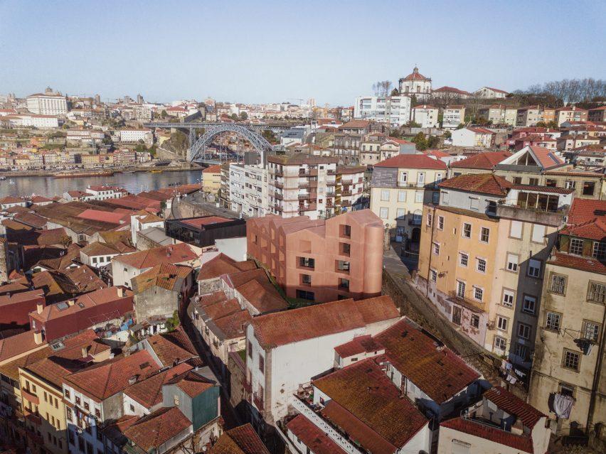 General Torres 416 housing in Vila Nova de Gaia byMorgado Arquitectos