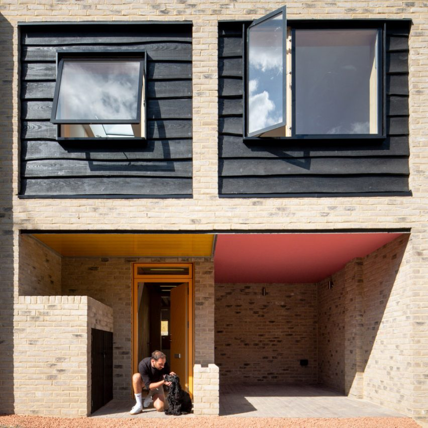Cottrell and Vermeulen Architecture inserts brick and timber mews house into south London lane
