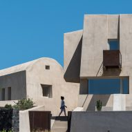 Kapsimalis Architects builds imposing summer house in Santorini