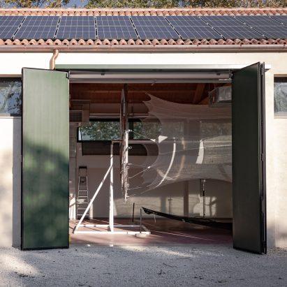 Movie captures making of Neri Oxman pavilion spun by 17,532 silkworms