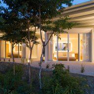 Santiago Hills Villa by Studio Saxe
