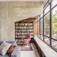 Debaixo do Bloco Arquitetura remodels 1960s Brasília apartment