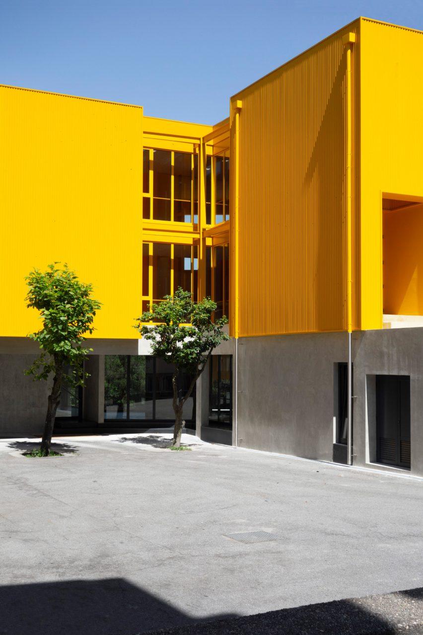 Artave music schoolinCaldas da Saúde, Portugal, by Aurora Arquitectos