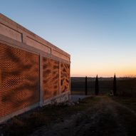 Kitrvs winery's facades built from 13,596 individually rotated bricks