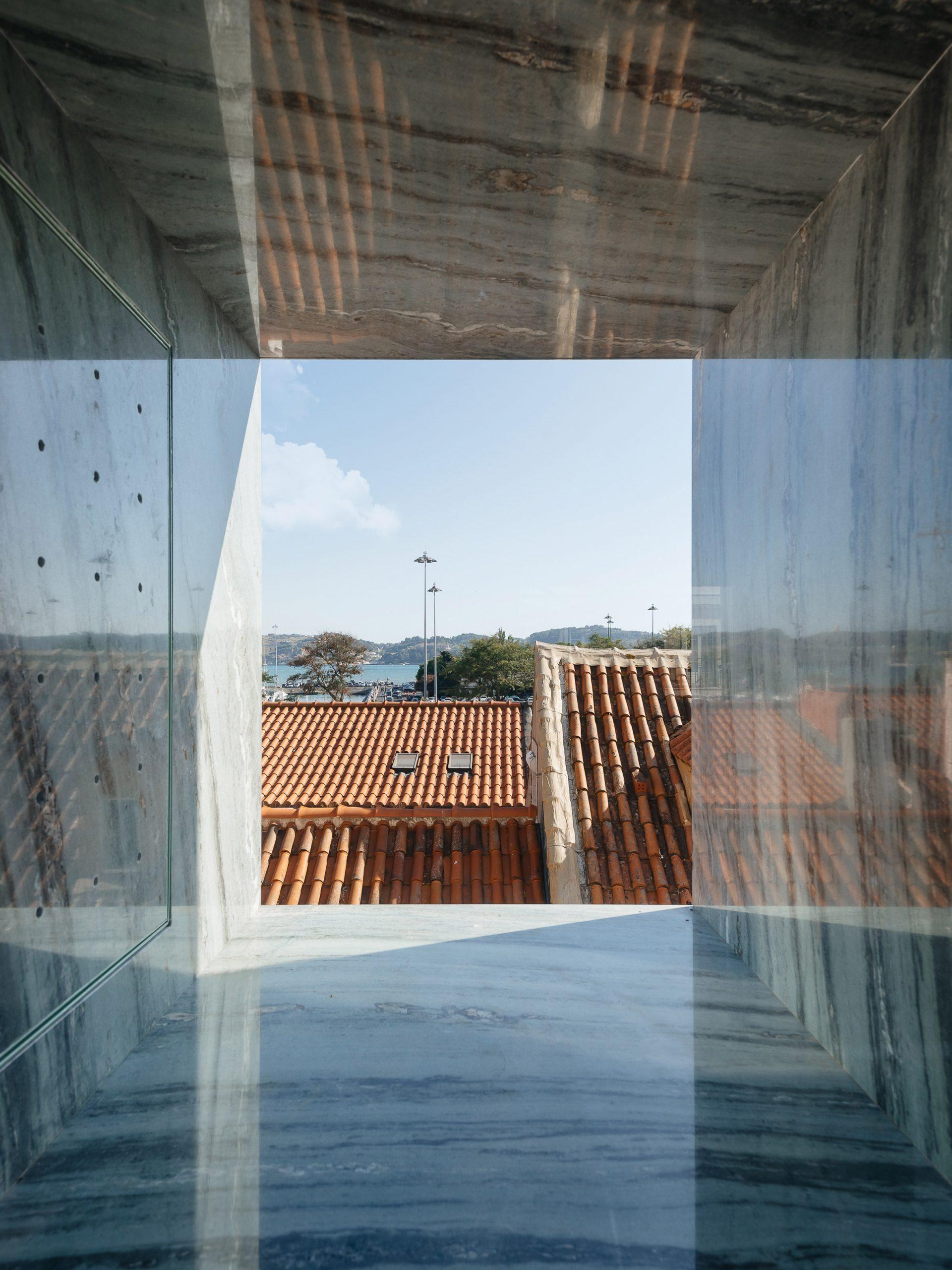 Bartolomeu Dias house designed by Aurora Arquitectos