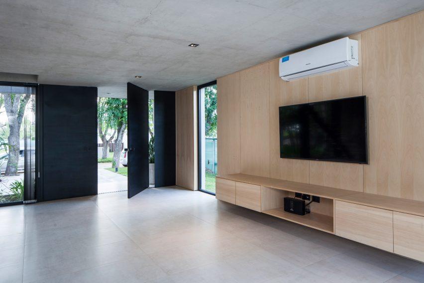Black House by V2 Arquitectos
