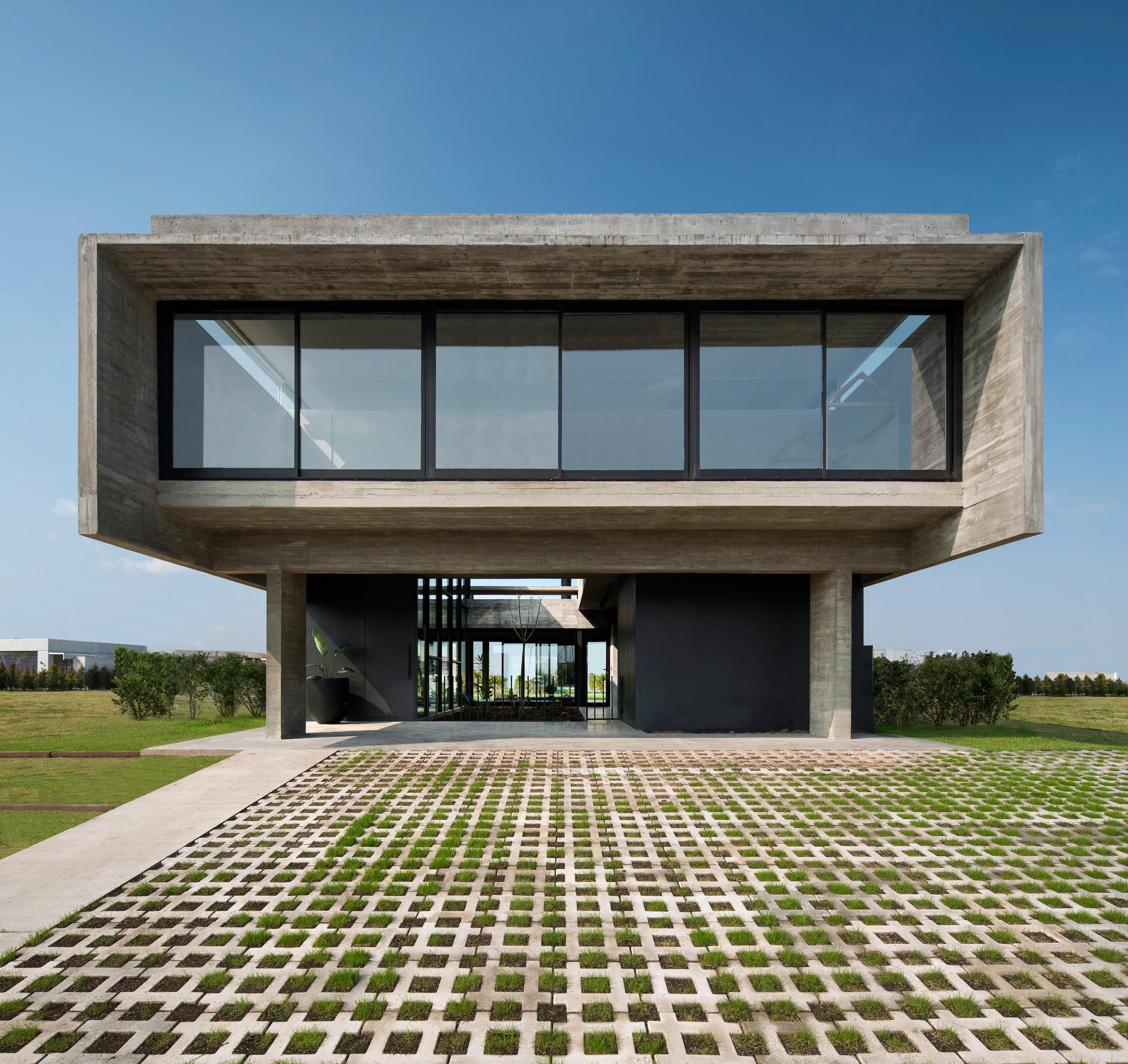 Casa Castanos by Ekaterina Kunzel and Maria Belen Garcia Bottazzini