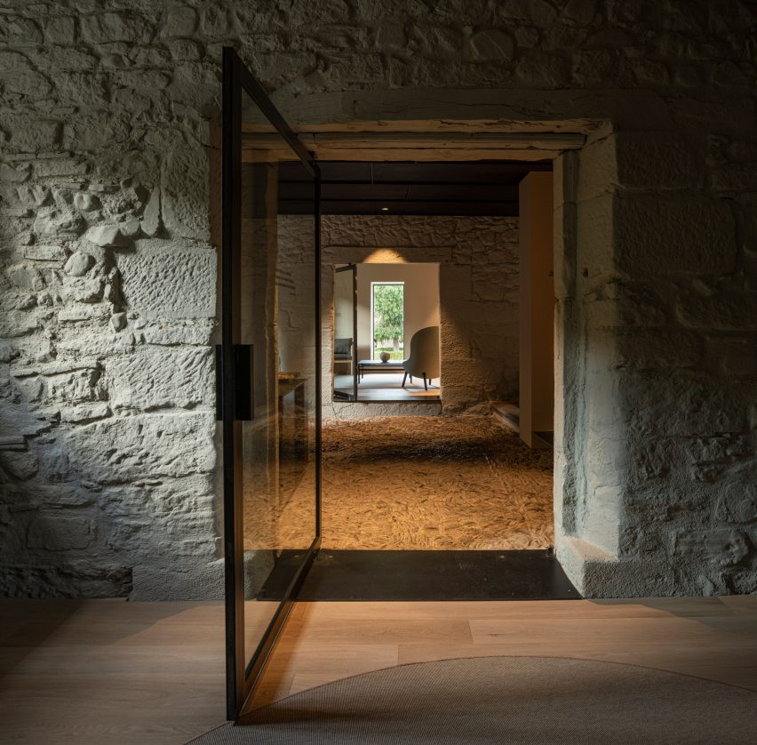 Casa Grande Hotel in La Rioja designed by Francesc Rife