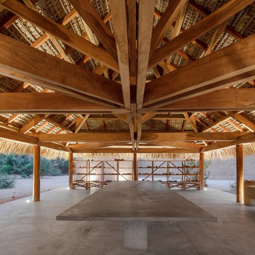 Pavilhão de cerâmica Casa Wabi por Alvaro Siza