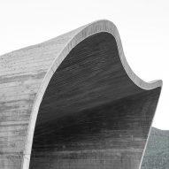 MoDus Architects builds curving concrete tunnel entrances in South Tyrol