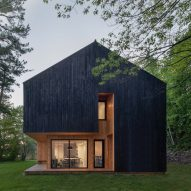 Atelier Schwimmer designs two-toned Chalet Lakeside in Canada
