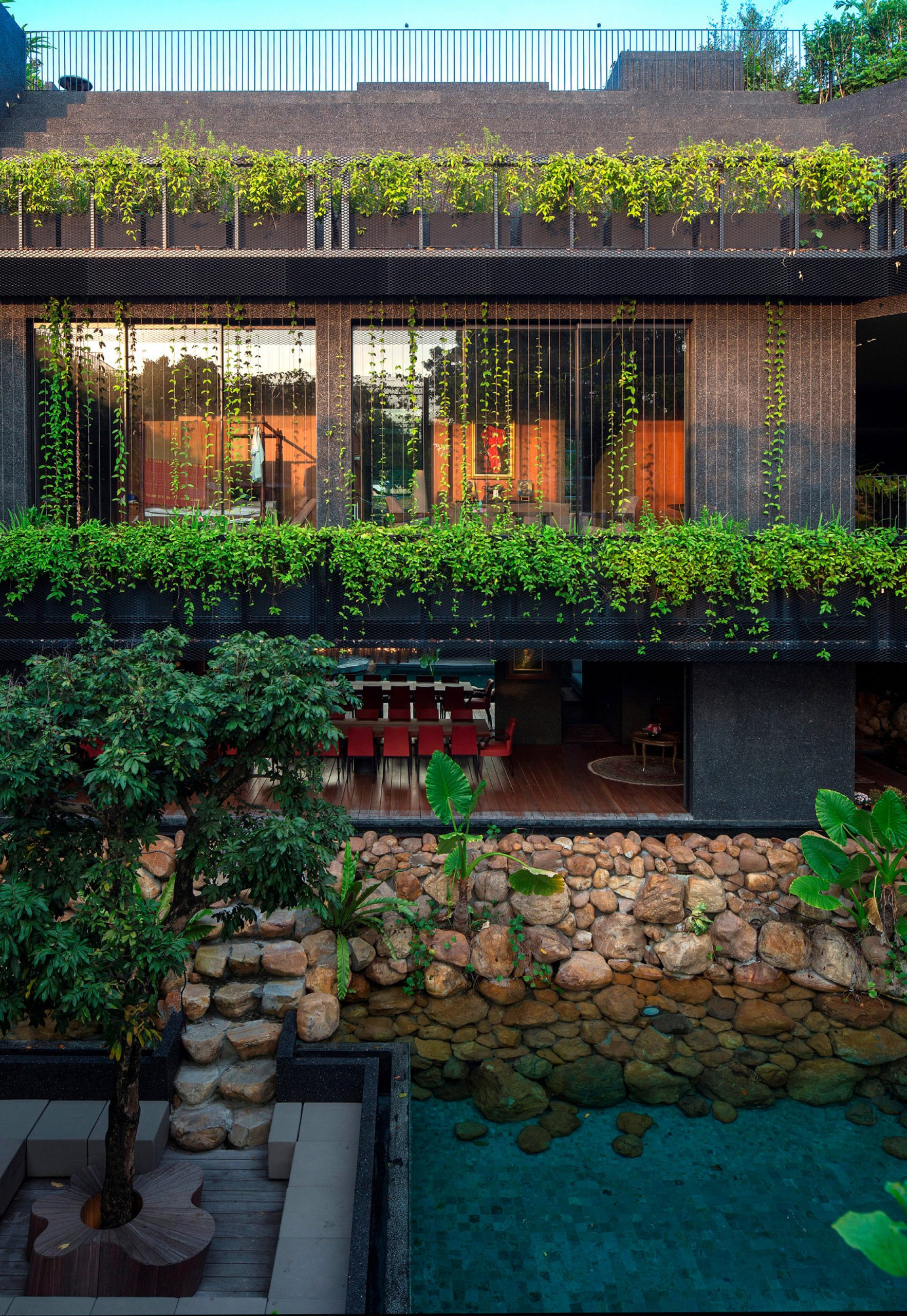Courtyard living: Contemporary houses of the Asia-Pacific by Charmaine Chan